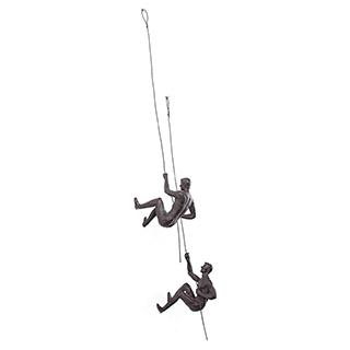 Sculpture de 2 grimpeurs en résine antique bronze