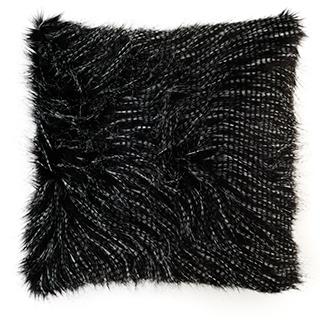 Coussin carré noir en fausse fourrure rempli en plumes
