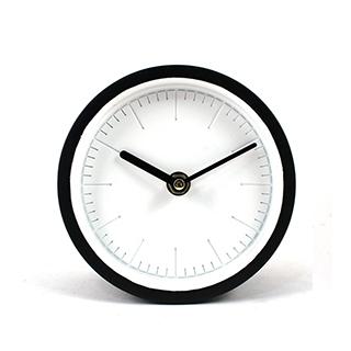 Horloge de table blanc et noir